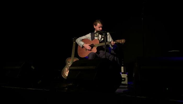 Dom Martin Live
