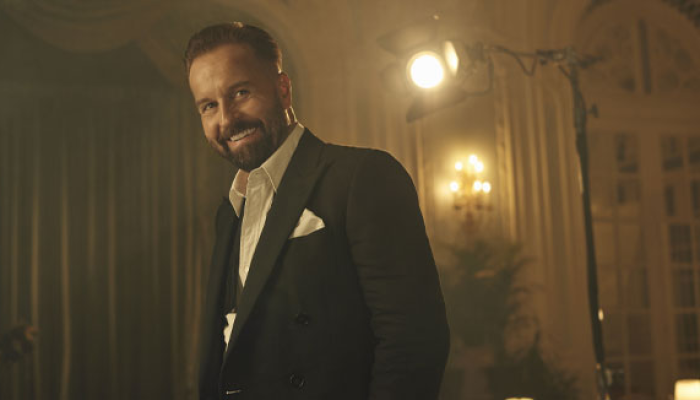 Alfie Boe and his band