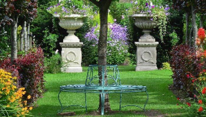 Alice in Wonderland - Holme for Gardens