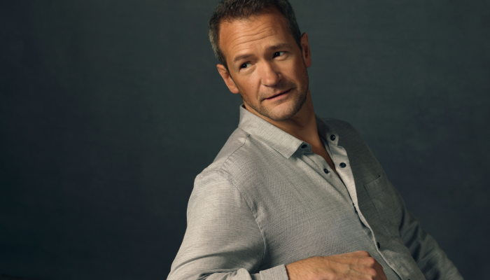 Alexander Armstrong: All Mouth and Some Trousers